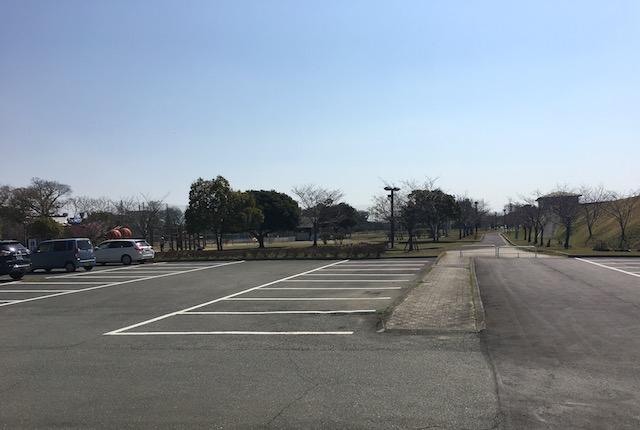小島公園駐車場