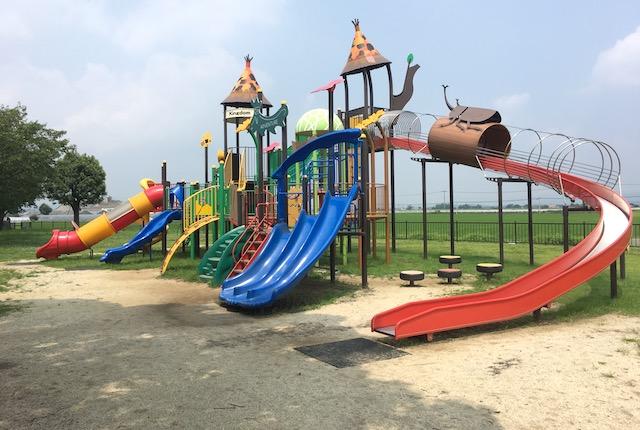 鴨川河畔公園遊具