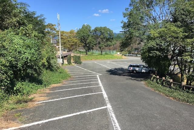 テニス駐車場