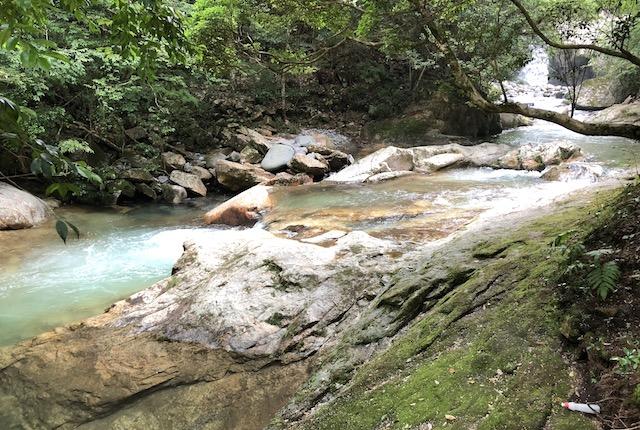 岳間渓谷岩場