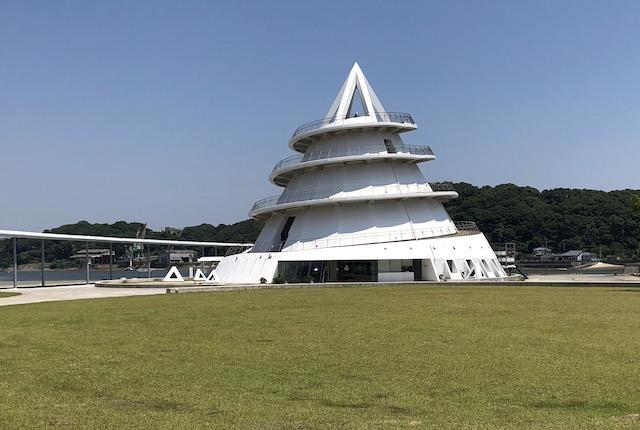 三角東港広場海のピラミッド
