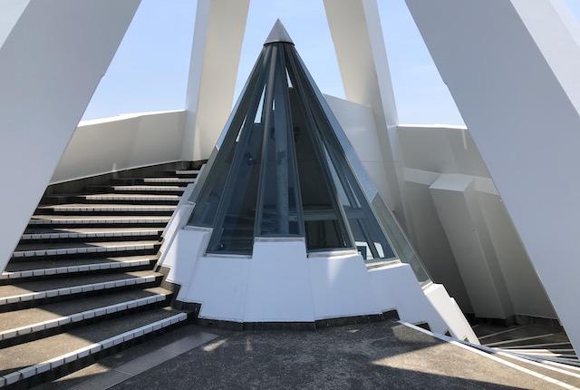 海のピラミッド頂上