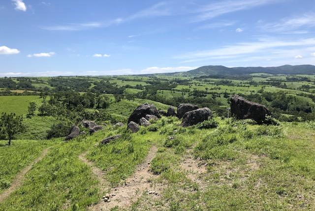 押戸石の丘石群