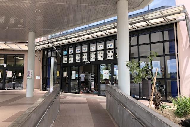 玉名市総合体育館玄関