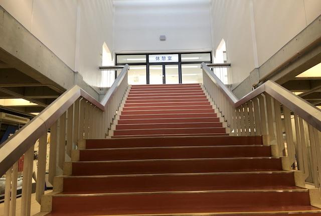 郡山総合体育館階段