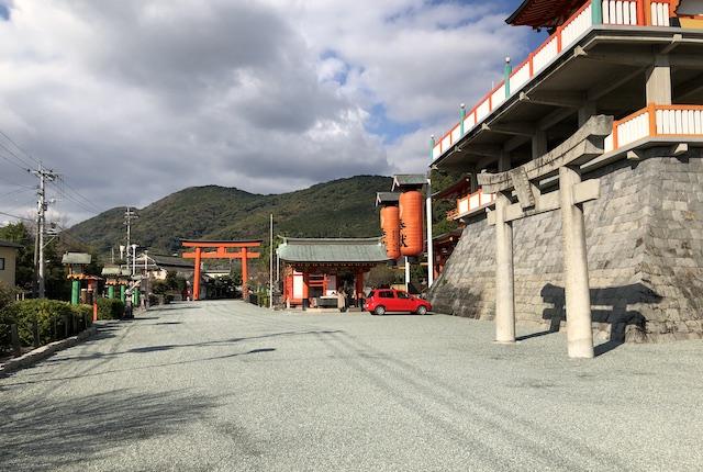 高橋稲荷神社駐車場