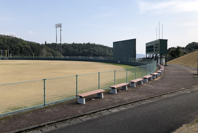 広瀬公園野球場外野