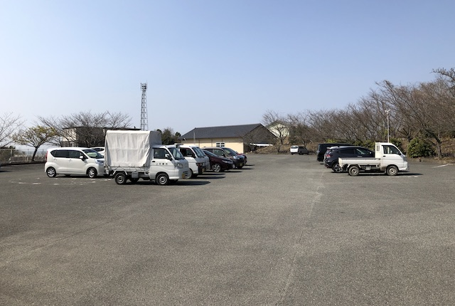 大矢野総合体育館駐車場