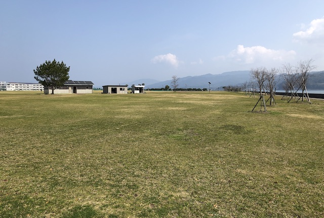 大矢崎緑地公園トイレ前広場