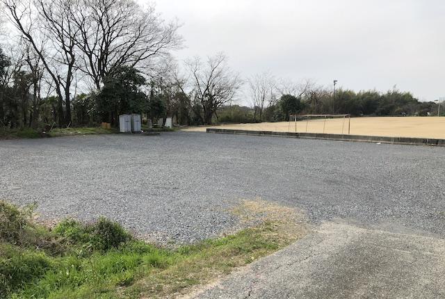 緑川グラウンド駐車場