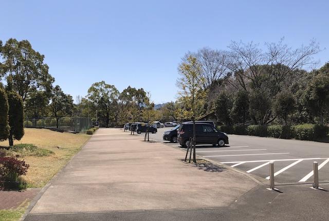 村山公園テニスコート駐車場