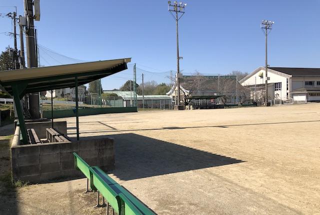 錦町民グラウンドベンチ