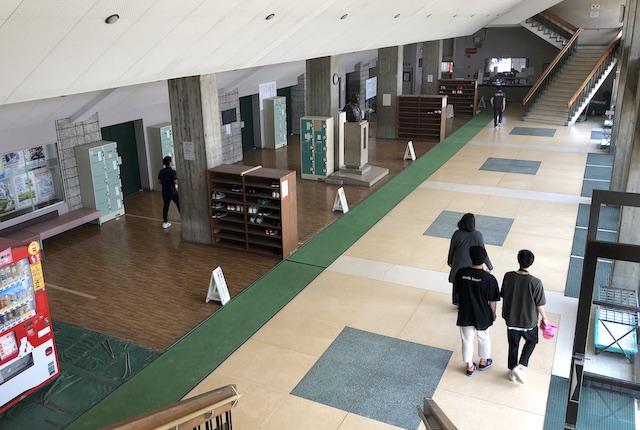鹿児島県総合体育センター体育館エントランス
