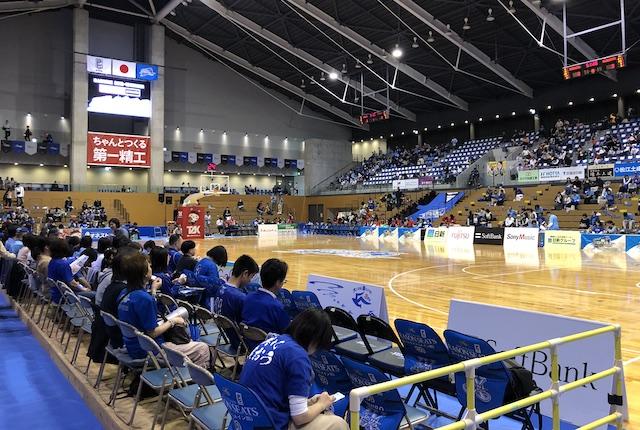 松江市総合体育館コートサイド