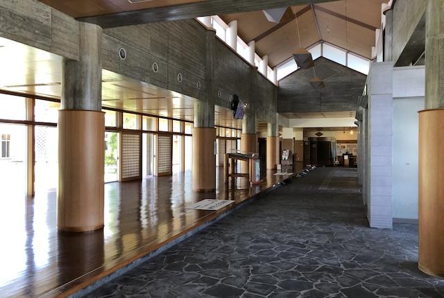 KIRISHIMAツワブキ武道館玄関