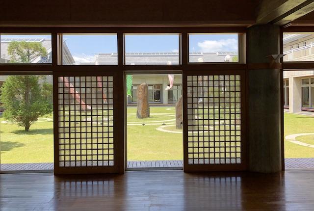 KIRISHIMAツワブキ武道館中庭
