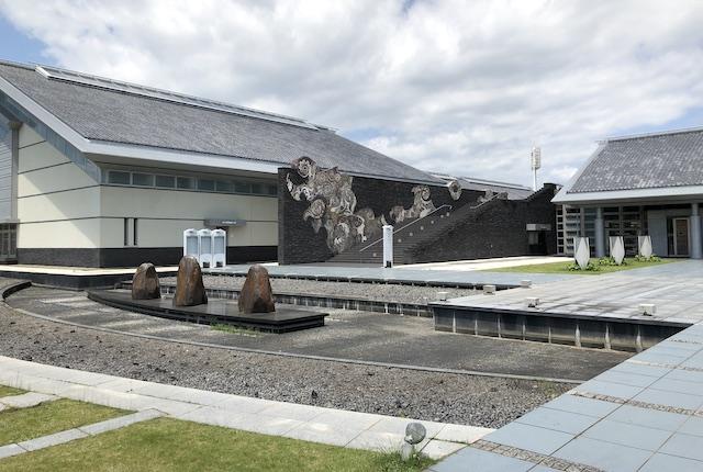 KIRISHIMAツワブキ武道館前庭