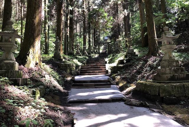 上色見熊野座神社参道