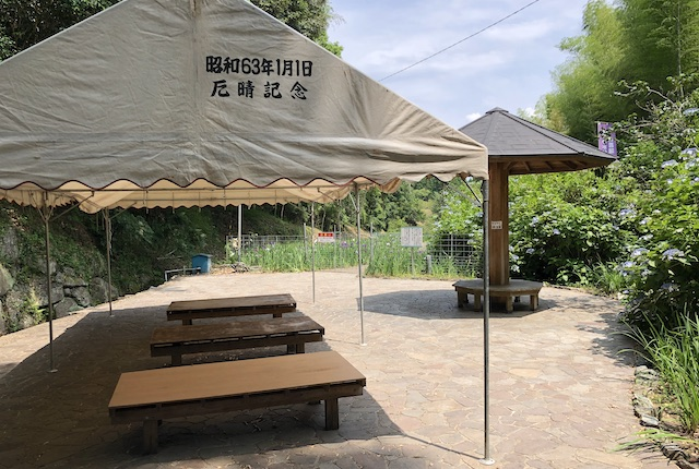 天子の水公園東屋