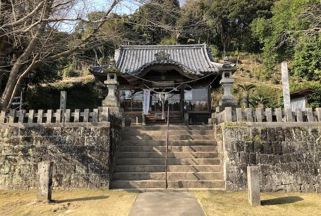 郡浦神社拝殿