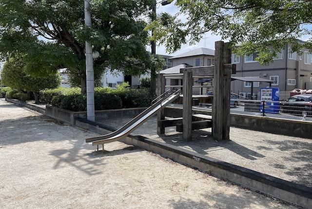 嘉島近隣公園すべり台