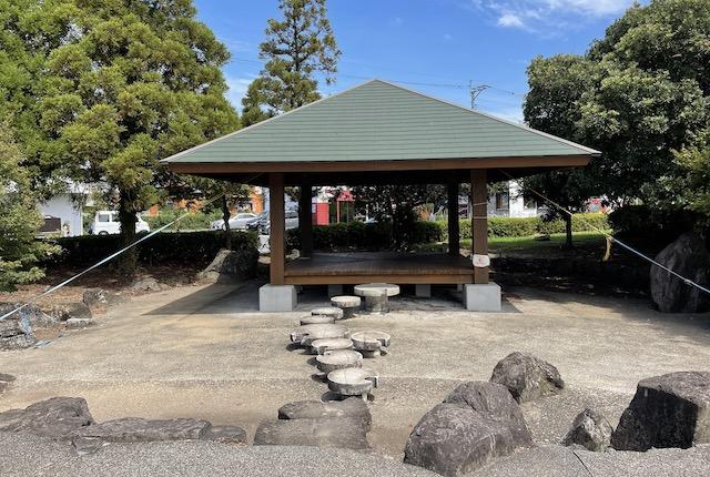 嘉島近隣公園東屋