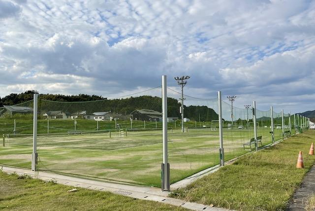 緑川リバーサイドパークテニスコート